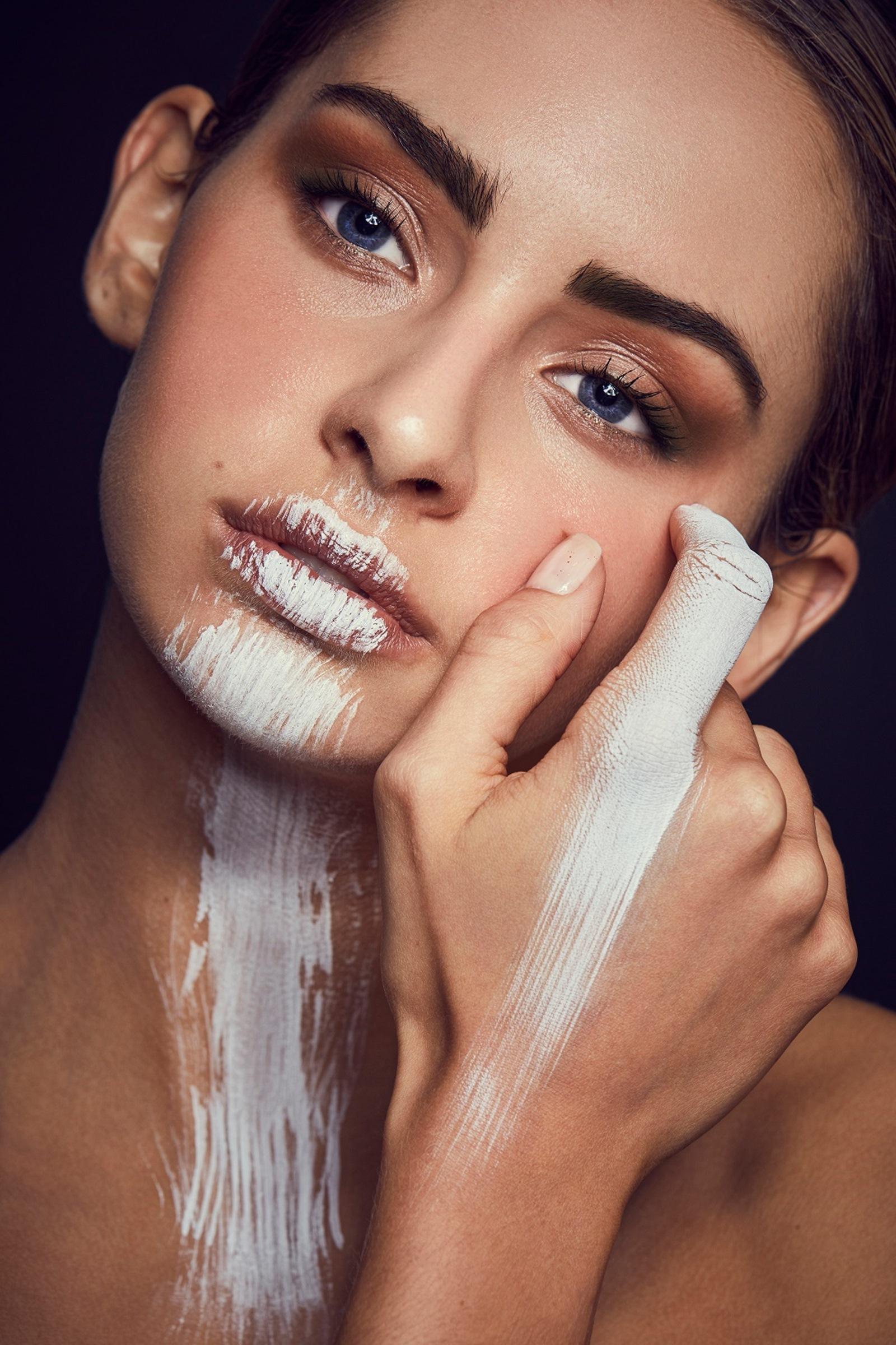 Make Up By Evelyne Koch